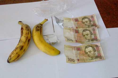 Гроші в бананах намагались передати засудженому Полтавської виправної колонії