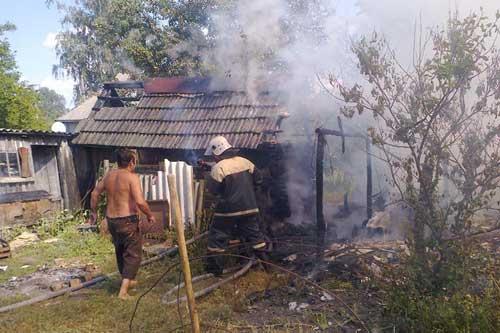 На Гребінківщині під час спалювання пожнивних решток згоріла господарча будівля