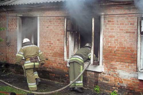 На Гребінківщині через необережне поводження з вогнем виникла пожежа в житловому будинку